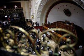 Varios diputados heridos por un ataque de civiles armados contra el Parlamento de Venezuela
