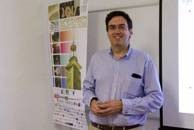 El vicerrector de Planificación Docente de la UPO, Eugenio M. Fedriani