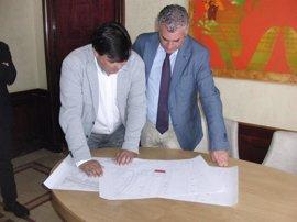 La Junta y el Ayuntamiento de Huelva acuerdan la cesión de un solar para una nueva oficina de empleo