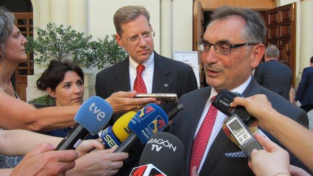 El vicepresidente de Manufacturas de Opel, Philip Kienle, y Antonio Cobo