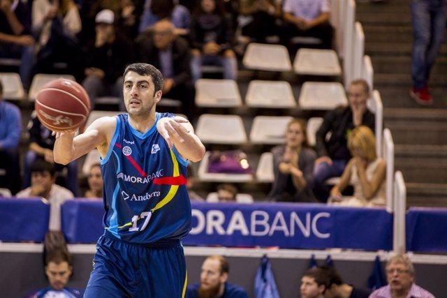 Giorgi Shermadini jugando el partido Morabanc Andorra - Divina Seguros Joventu