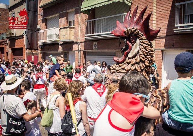 La fiesta del Sant Pollín, en El Prat, emula los encierros de los sanfermines