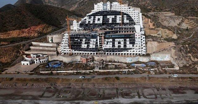 Demolición, en El Algarrobico