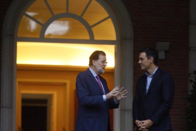 Rajoy recibe a Pedro Sánchez en Moncloa