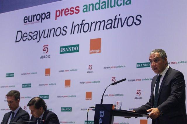 Elías Bendodo presenta al ministro De la Serna en los desayunos de Europa Press