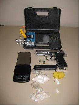 Objetos intervenidos en una operación contra el tráfico de drogas