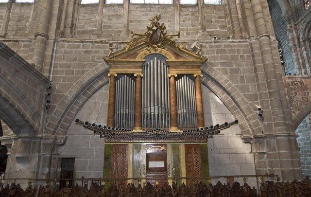 Ávila: Órgano De La Catedral