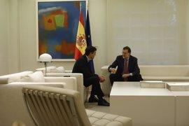 La reunión entre Rajoy y Sánchez en el Palacio de la Moncloa ha durado dos horas  y media
