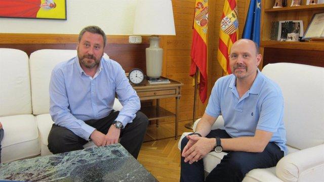 José Luis Soro, consejero del Gobierno de Aragón, y Manuel Pina, de CC.OO.