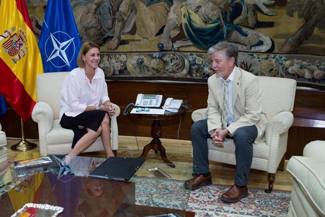 El alcalde, Pedro Santisteve, y la ministra de Defnesa, Dolores de Cospedal