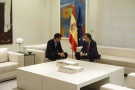 Sánchez apoya al Gobierno en el desafío catalán, pero le pone condiciones: dialogar con el Govern y no aplicar el 155