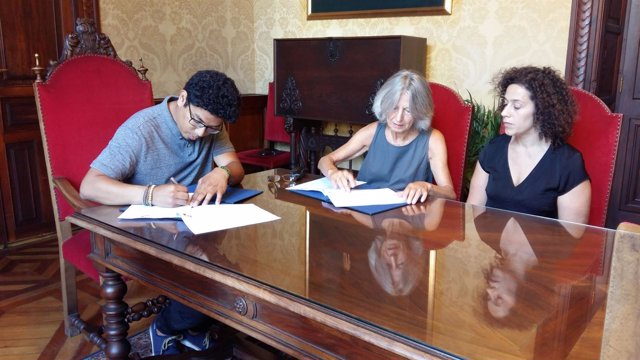 Firma de convenio de Cort con la asociación del pueblo saharaui