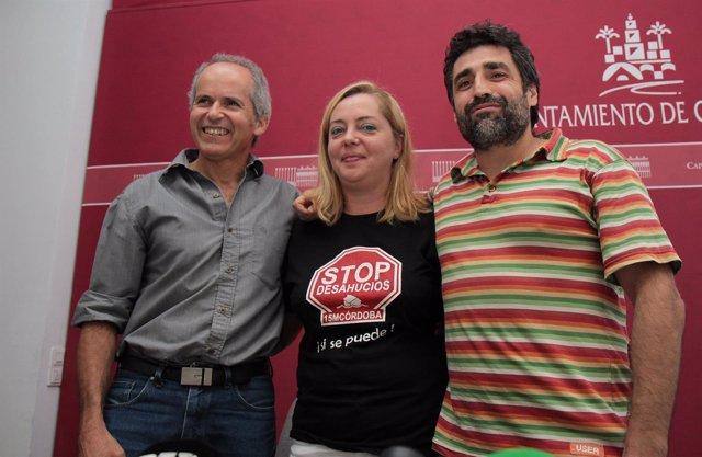 La portavoz de Stop Desahucios entre Blázquez y Del Castillo