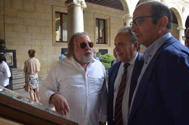 León: Uriarte (I) Con El Diputado De Cultura Y El Vicepresidente Diputación