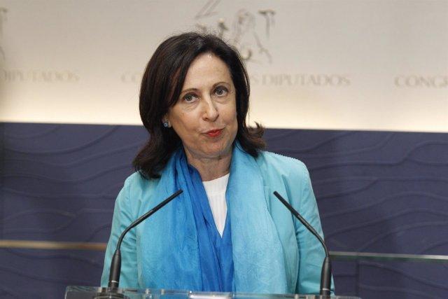Rueda de prensa de Margarita Robles tras la reunión entre Rajoy y Sánchez