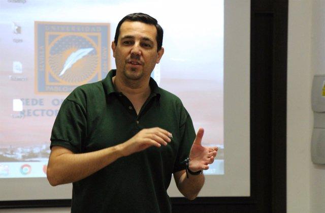 Daniel Escobar en los cursos de verano de la UPO