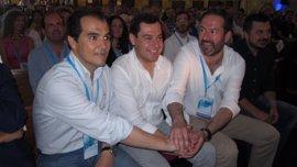 Juanma Moreno y José Antonio Nieto asisten este viernes al relevo de Molina por Priego en el PP de Cabra