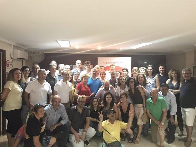 Ximo Puig con militantes en Sant Joan d'Alacant