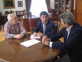 Reyes aborda con la Federación de Caza los principales asuntos de interés para el sector