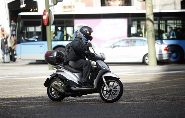 Tráfico, circulación, coches, moto, motos, motocicleta, autobús