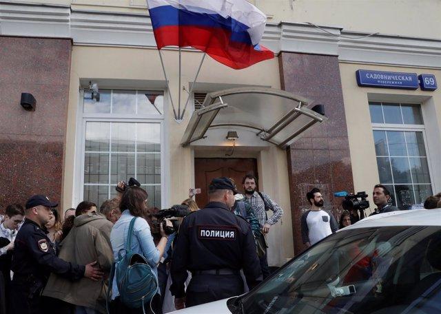 Policía rusa registra las sedes electorales del partido opositor, Partido del Pr