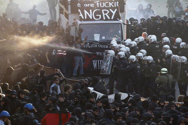 Choques entre policías y manifestantes en Hamburgo