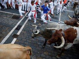 Peligroso primer encierro de San Fermín con Cebada Gago que deja tres heridos por asta