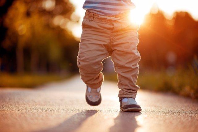 Bebé, andar, crecer
