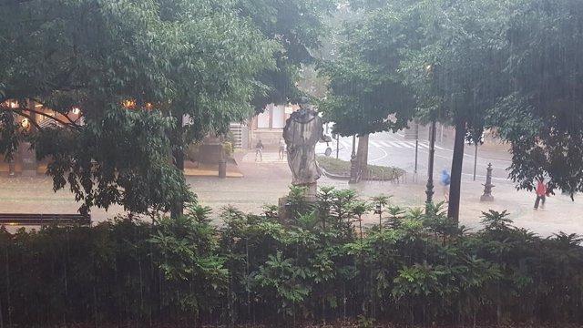 Fuerte tormenta caída en Pamplona.