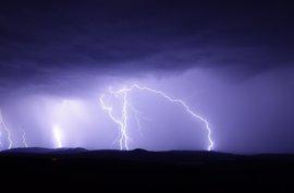 Aviso naranja por altas temperaturas en el sur de Huesca y amarillo por tormentas en resto de Aragón