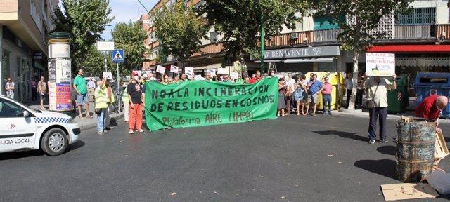 Una concentración en contra de la incineración de residuos en Cosmos