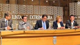 Cruz Roja Extremadura renovará su flota de ambulancias gracias a 1,6 millones aportados por Junta y diputaciones