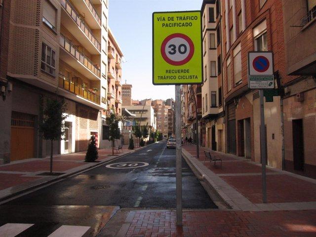 La calle Vélez de Guevara, remodelada
