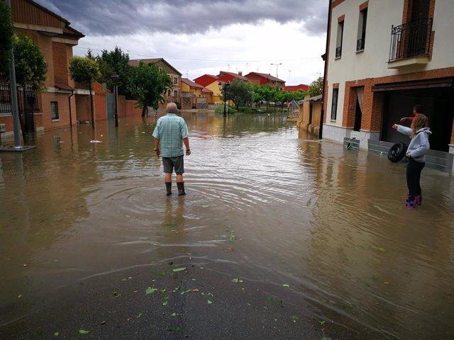 Mojados: Calle inundada de Mojados por la tromba de agua