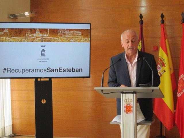 El Concejal Roque Ortiz, Durante La Rueda De Prensa