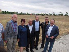 PSOE y vecinos de Nueva Segovia recuerdan la promesa del PP con el nuevo centro de salud y piden a la Junta no engañar
