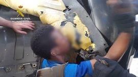 Desarticulada una organización acusada de introducir en Melilla inmigrantes ocultos en vehículos