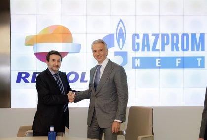 Repsol sella acuerdo con Gazprom Neft para reforzar colaboración en Siberia y explorar inversiones conjuntas