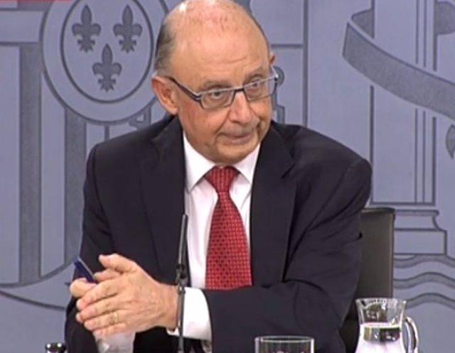 Cristóbal Montoro comparece en el Consejo de Ministros
