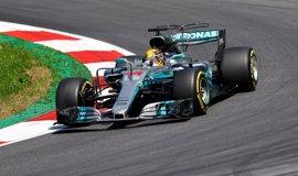 Hamilton y Vettel se marcan en los libres con Alonso en el 'Top 10'