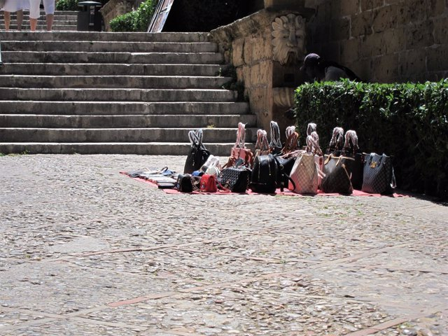 Venta ambulante de bolsos en Palma