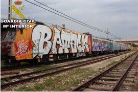 Sucesos.- Detenidos 10 miembros de un grupo por hacer grafitis en instalaciones de FGV