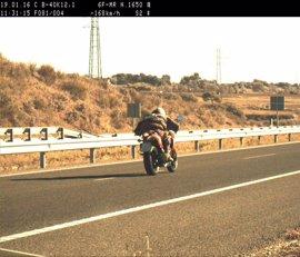 La DGT intensificará la vigilancia en las vías más frecuentadas por motoristas durante el fin de semana