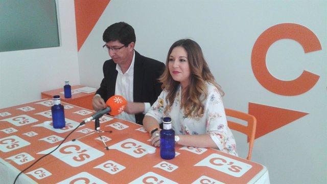 Juan Marín y Raquel Morales en la rueda de prensa