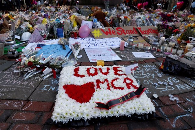 Tributo a las víctimas del atentado en Mánchester