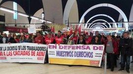 CCOO llama a los trabajadores de AENA en el aeropuerto de San Pablo, en Sevilla, a un paro parcial el próximo jueves