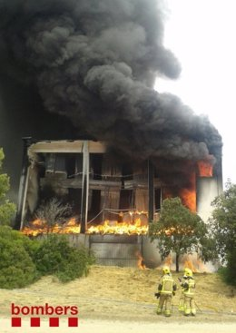 Incendio en una fábrica de Castellar del Vallès