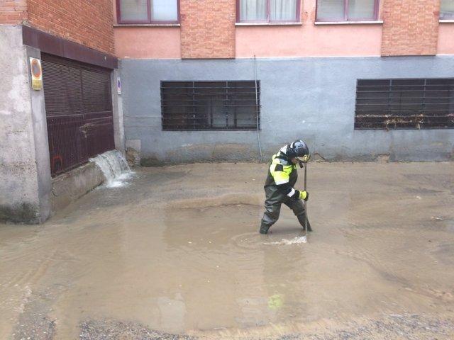 Inundación en una calle de Barajas