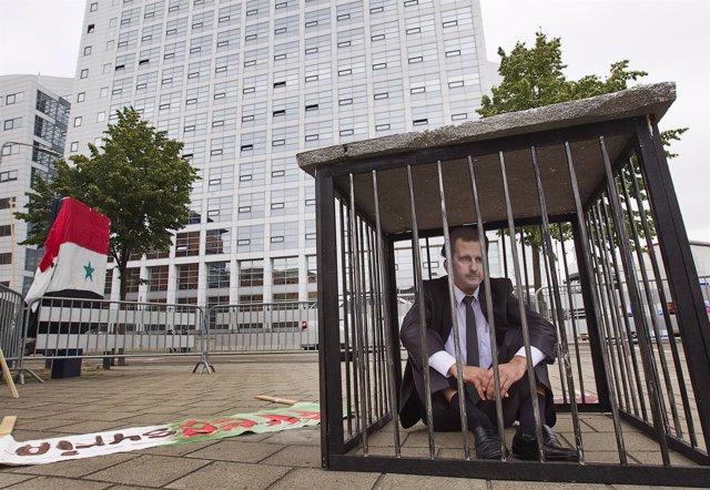Protesta en la sede del TPI por su pasividad en el caso sirio