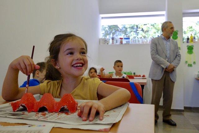 Juan Manuel Flores visita una escuela de verano en Sevilla